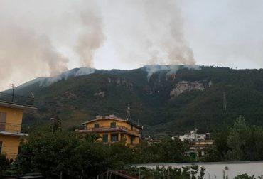 montagna incendio